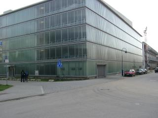 Glasgarage in der Lise-Meitner-Strasse